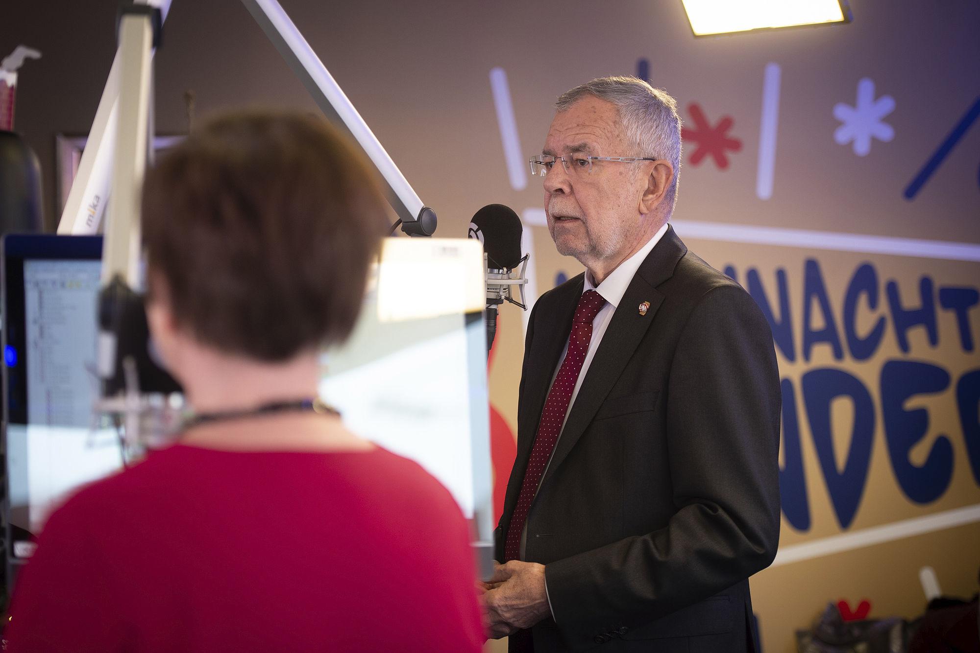 Bundespräsident Alexander Van Der Bellen Und Von Frau Schmidauer